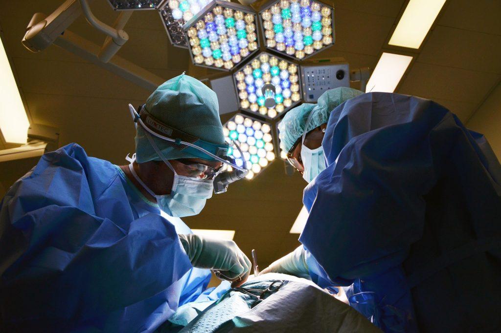 Ärzte in OP Schutzausrüstung